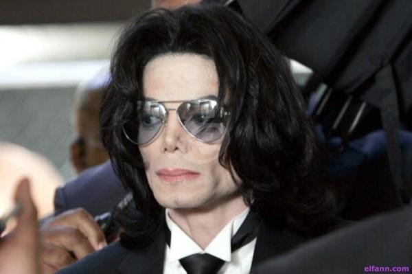 أصدقاء مايكل جاكسون يستعدون للردّ على حملة تشويهه