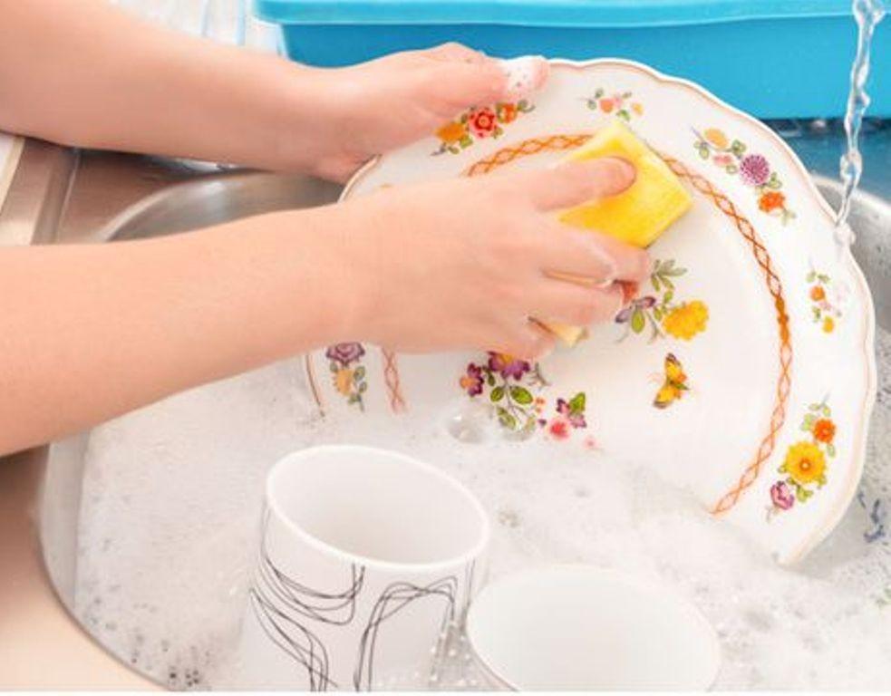 ما علاقة غسل الصحون بإطالة العمر؟