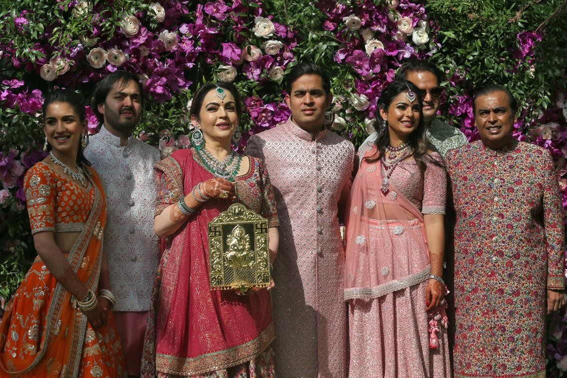 شاروخان وأشوريا راي وبريانكا شوبرا في حفل زفاف إبن أغنى رجل في آسيا