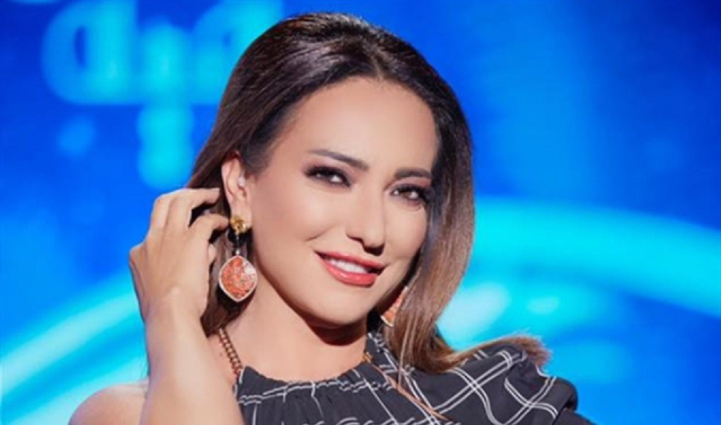 أمل عرفة وطليقها عبد المنعم عمايري في صورة مثيرة للجدل