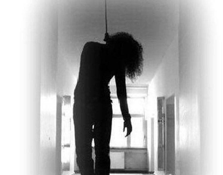 ممثلة تنتحر شنقًا في خزانة ملابسها لأنها ظنت نفسها بشعة - بالصورة