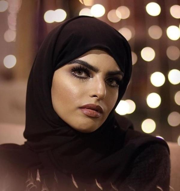 سارة الودعاني تتعرض لحالة إغماء في مكان عام-بالفيديو