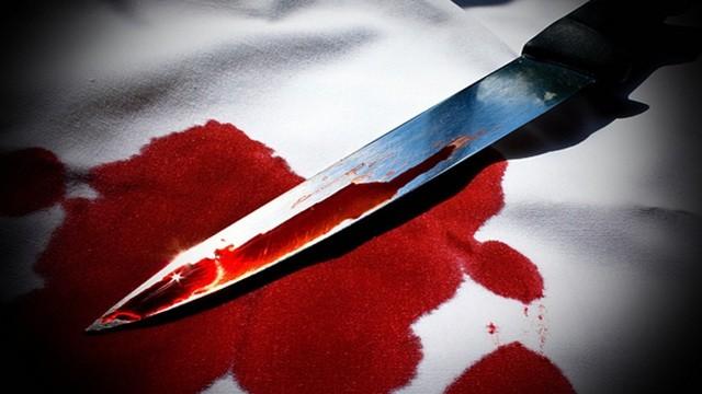 الأب يضبط إبنته مع عشيقها خلال ممارستهما الجنس وشقيقها يذبحهما