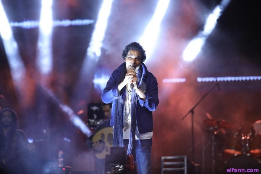 """خاص بالصور- محمد منير يشعل حفل الجامعة الاميركية بـ""""الليلة يا سمرا"""" و""""يا طير"""""""