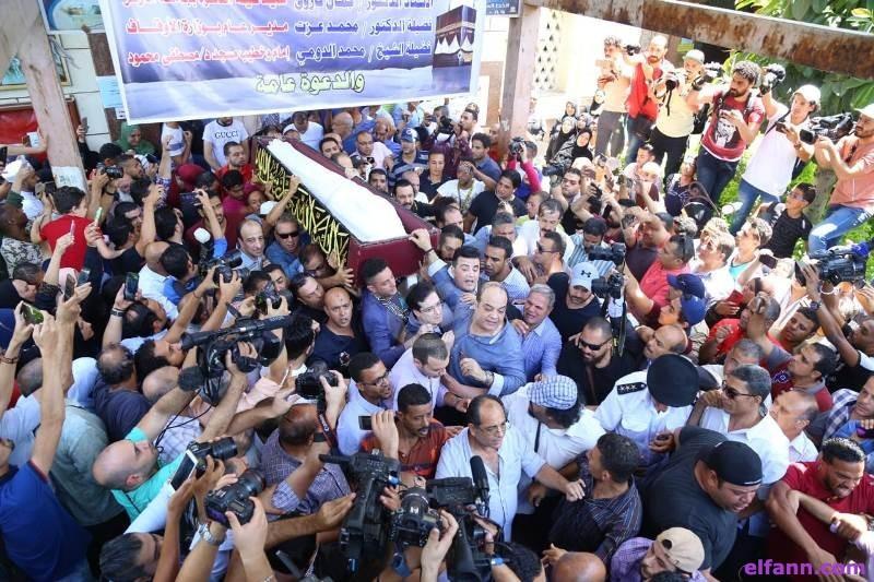 خاص بالصور- تشييع فاروق الفيشاوي بحضور نادية الجندي وشهيرة ونجلاء بدر وآسر ياسين وغيرهم