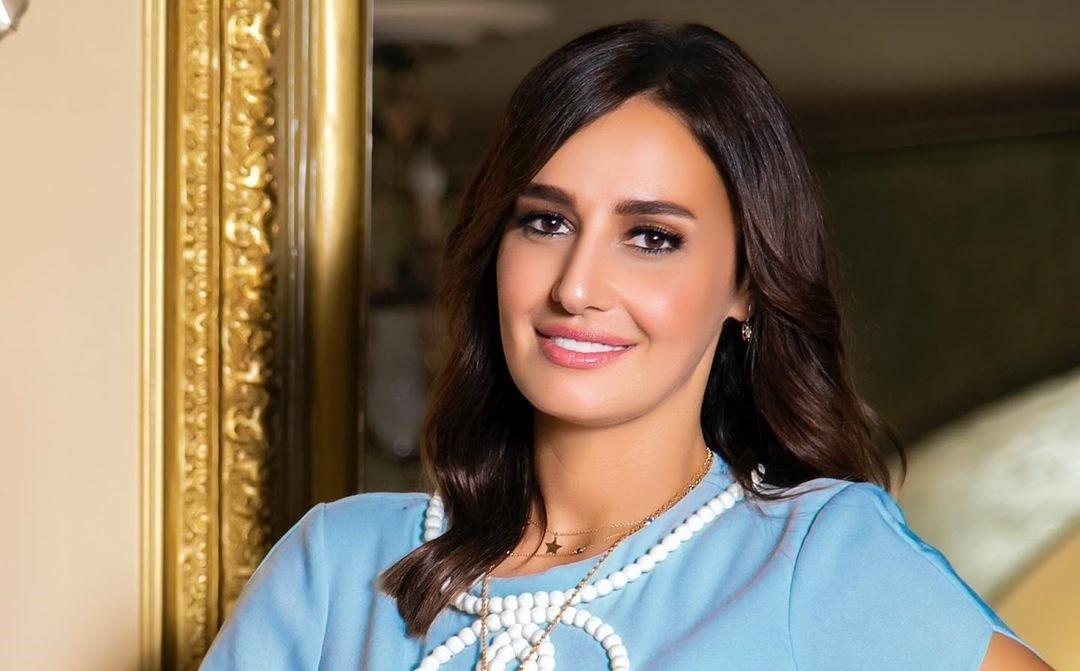 حلا شيحة تشتري سيارة جديدة بـ 3 ملايين جنيه مصري