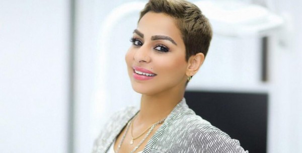"""فنانة كويتية تحتفل بعيد ميلادها بـ""""روب الحمام""""-بالفيديو"""