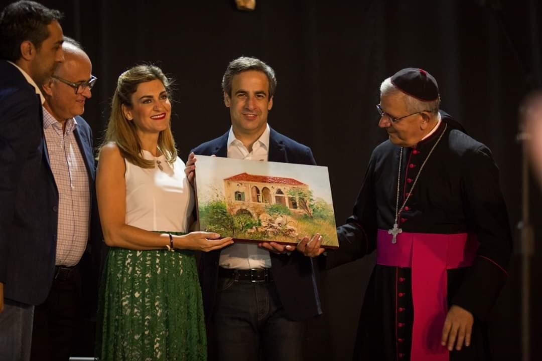 غسان محفوظ يقيم معرضاً فنياً لدعم بناء كنيسة سيدة لبعا..بالصور