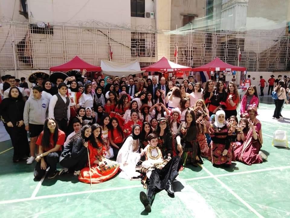 ثانوية رياض الصلح تقيم مهرجان القرية العالمية بأجواء فنية..بالصور