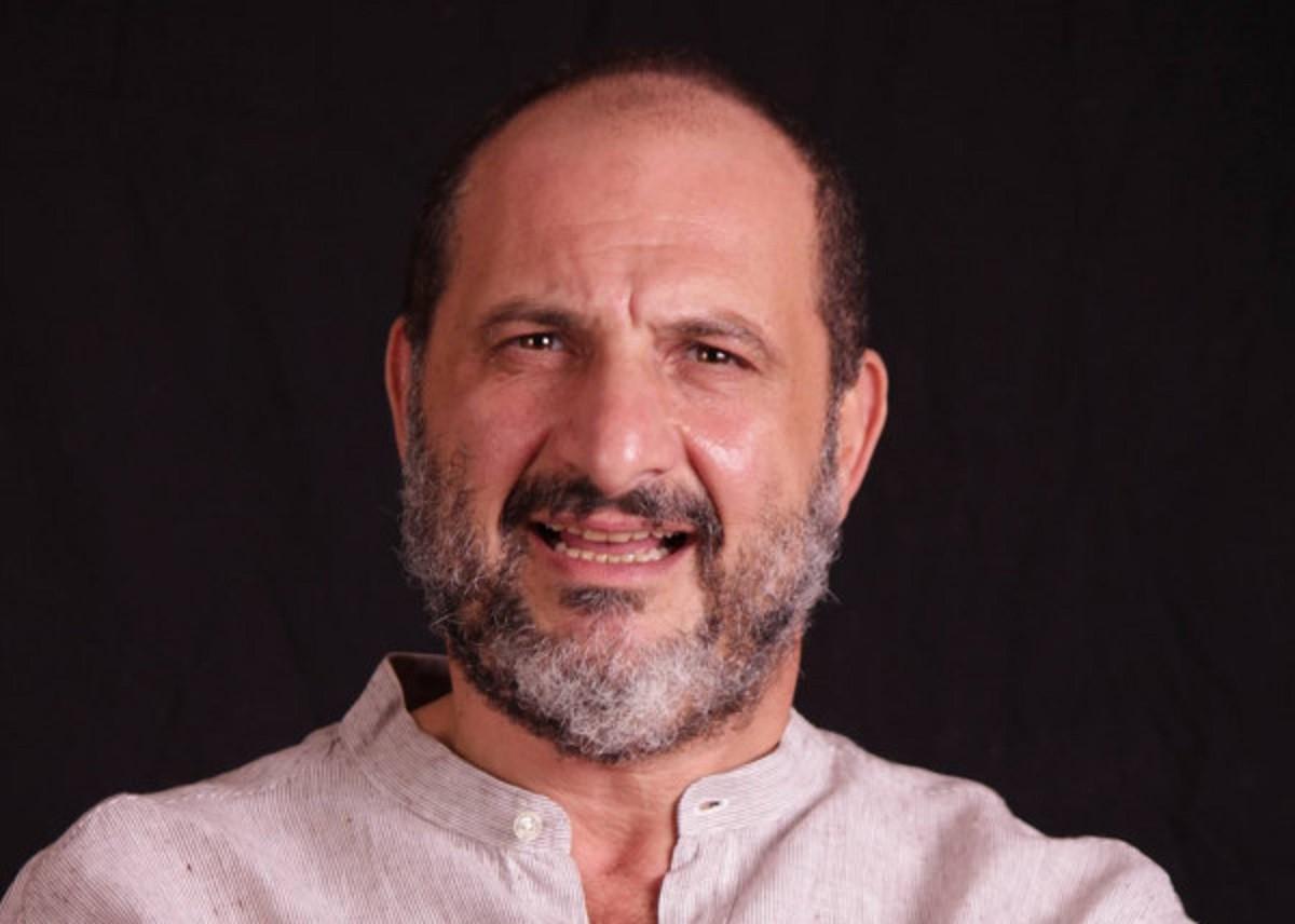 """خالد الصاوي يهدد أحد متابعيه بـ """"بلوك"""" فما القصة؟-بالصورة"""