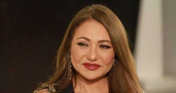 ليلى علوي تتصدر غلاف مجلة عالمية-بالصورة