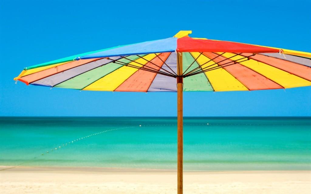 إحترسوا المظلات على شاطئ البحر!