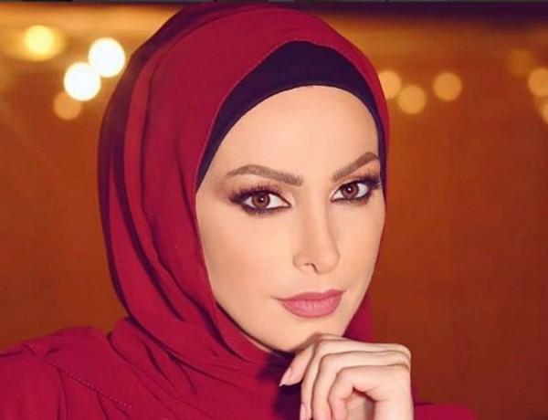 بعد إرتدائها الحجاب.. أمل حجازي تثير الجدل بسبب لباس السباحة