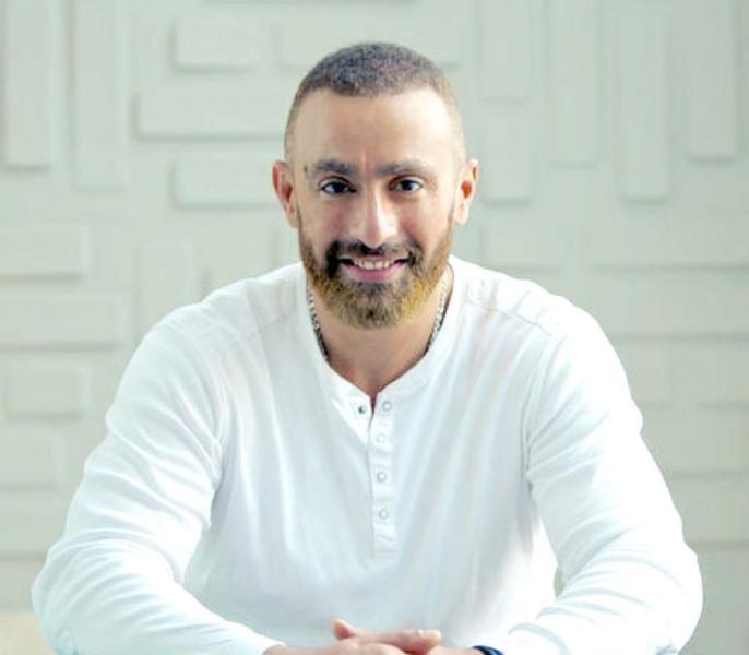 أحمد السقا يخضع لعملية جراحية في ساقه.. بالصورة