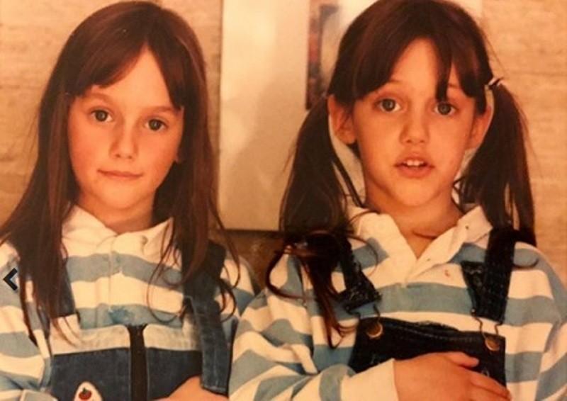 خمنوا من هي هذه الطفلة ممثلة تركية شهيرة برفقة شقيقتها