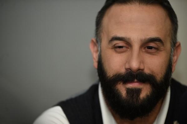 فيديو- قصي خولي عالق بين نادين نسيب نجيم وسلافة معمار .. وهذا رده