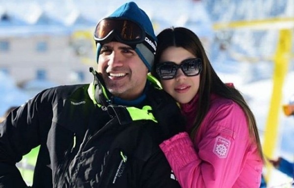 بعد مرور عام على زواجهما ..أوزجان دينيز يطلق زوجته التي تصغره بـ20 عام
