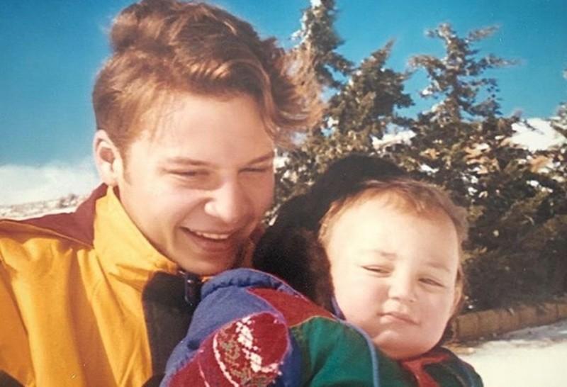 خمنوا من هو هذا الشاب برفقة إبنه والذي أصبح ممثلاً سورياً مشهوراً