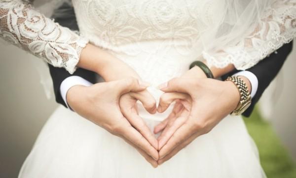 ناشطة سعودية تتصدر مواقع التواصل الإجتماعي بشروط زواجها الـ6-بالصور
