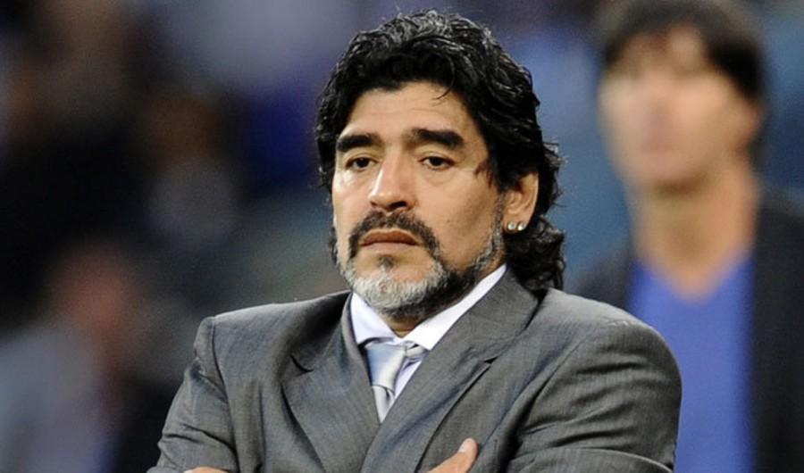 بعد موافقته على إنتاج فيلم عن حياته..مارادونا يقاطعه بسبب كلمة!!