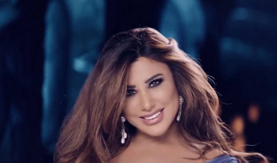 نجوى كرم تتألق بالأحمر وسط أحمد حلمي وعلي جابر- بالفيديو