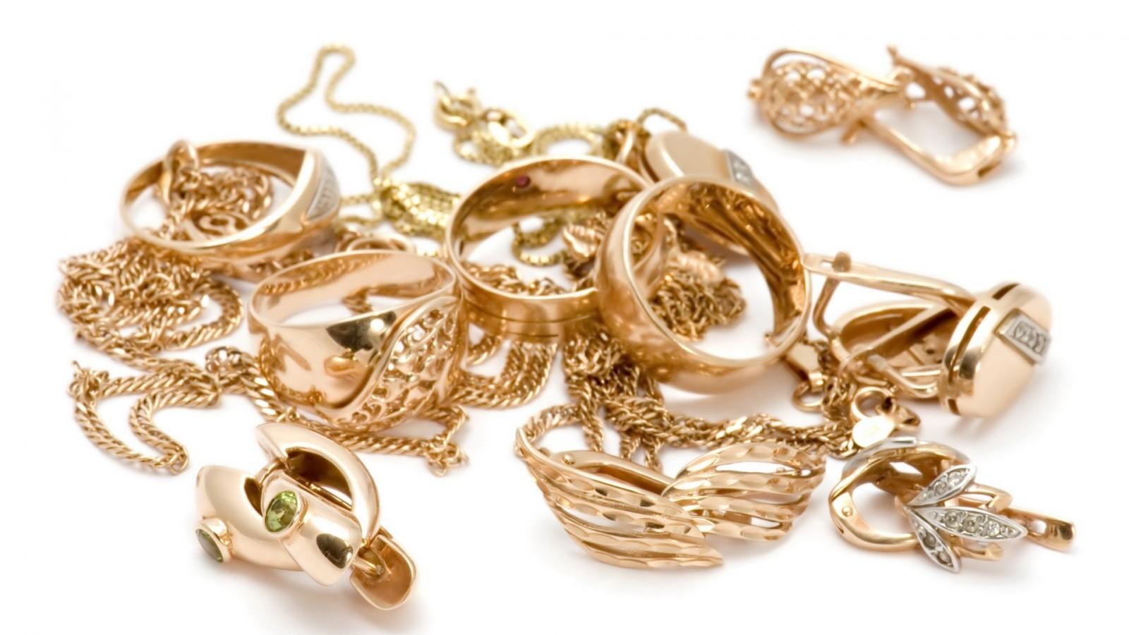 سيدة تنسى مجوهرات ممثلة عالمية في الطائرة بقيمة ملايين الدولارات