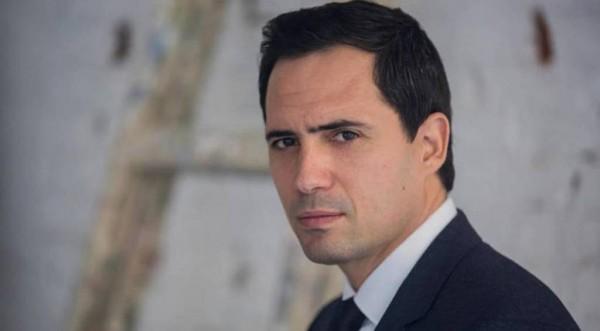 ظافر العابدين يبدأ بقراءة سيناريو فيلم أحمد السقا ومنى زكي