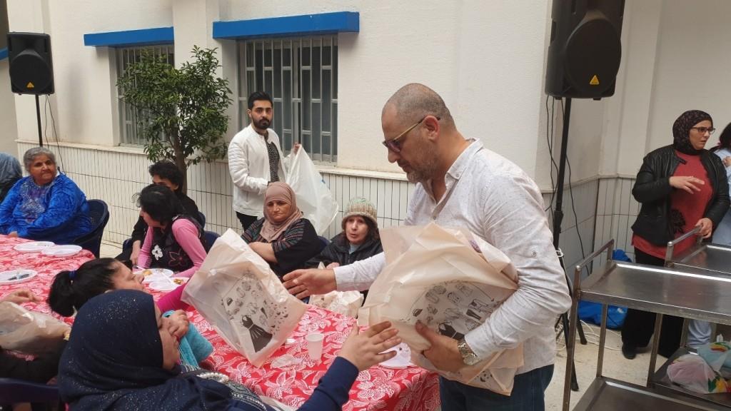 سفراء الإعلام العربي يقومون بلفتة إنسانية في عيد الأم- بالصور