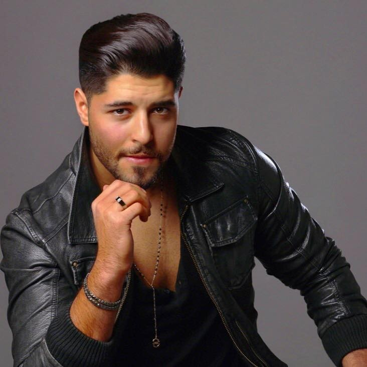 خالد علامة يرقص مع والدته- بالفيديو