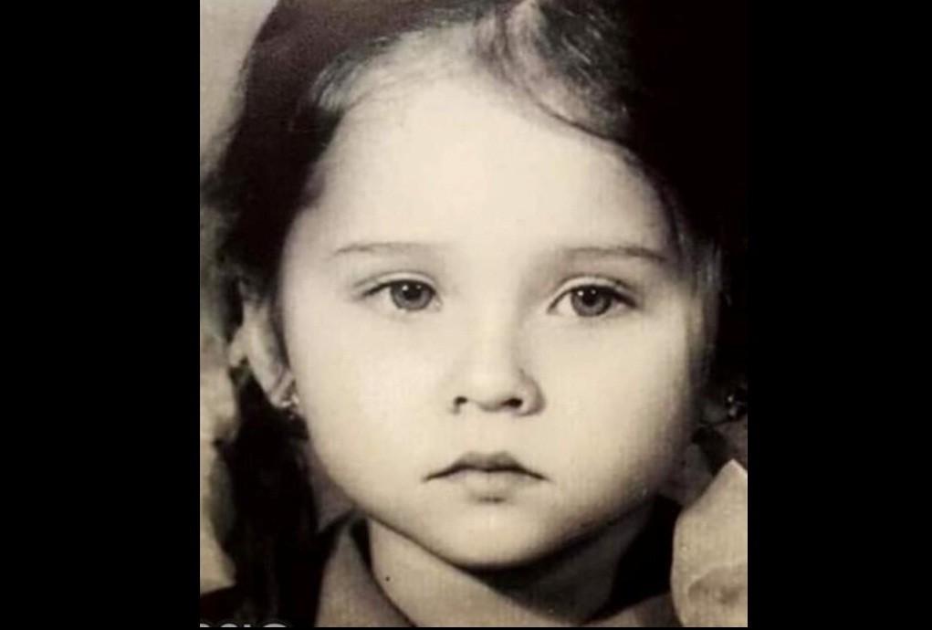 هذه الطفلة أصبحت ممثلة مصرية مشهورة ..خمنوا من هي؟