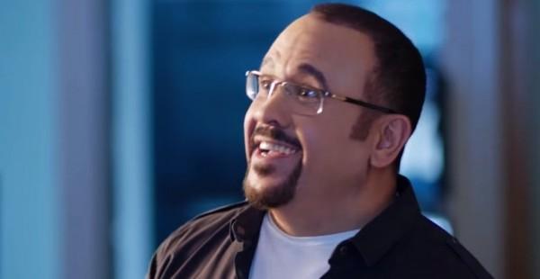 هشام عباس يعترف بغيرته من محمد منير