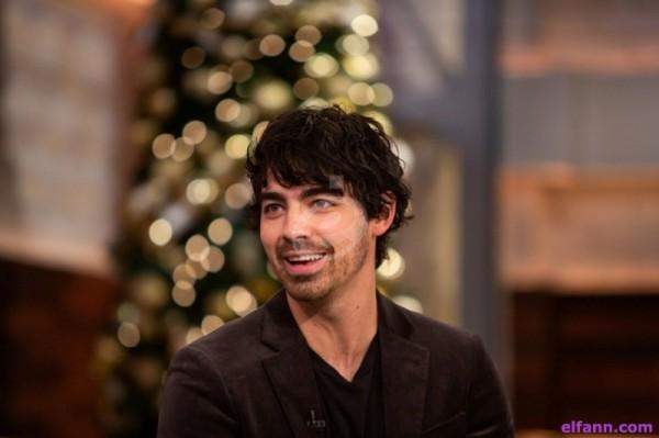 جو جوناس ترك Jonas Brothers أسّس فرقة أخرى.. واعد أجمل الفنانات وثروته الأقل بين أخوته