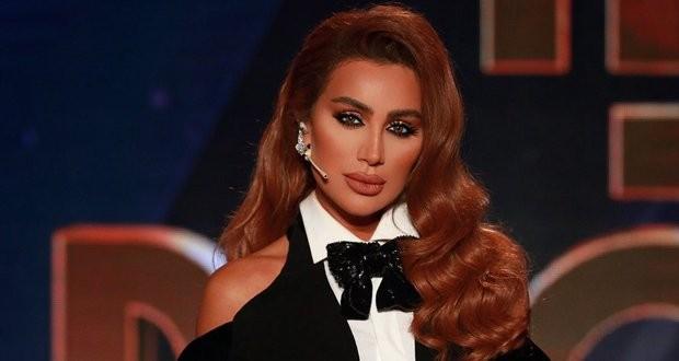 مايا دياب ترقص في الشارع بعفوية مع مدير اعمالها -بالفيديو