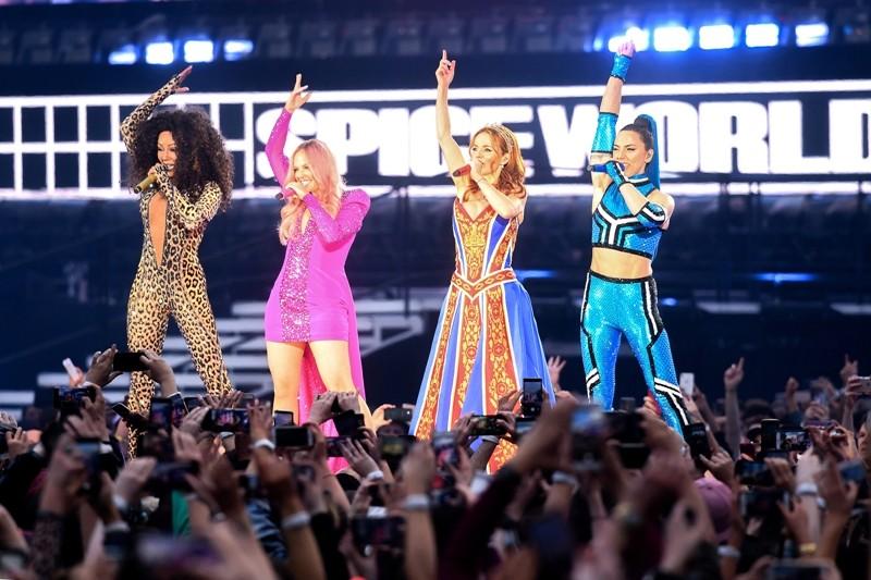 فرقة Spice Girls  تقدم أول عرض لها من دون فيكتوريا بيكهام