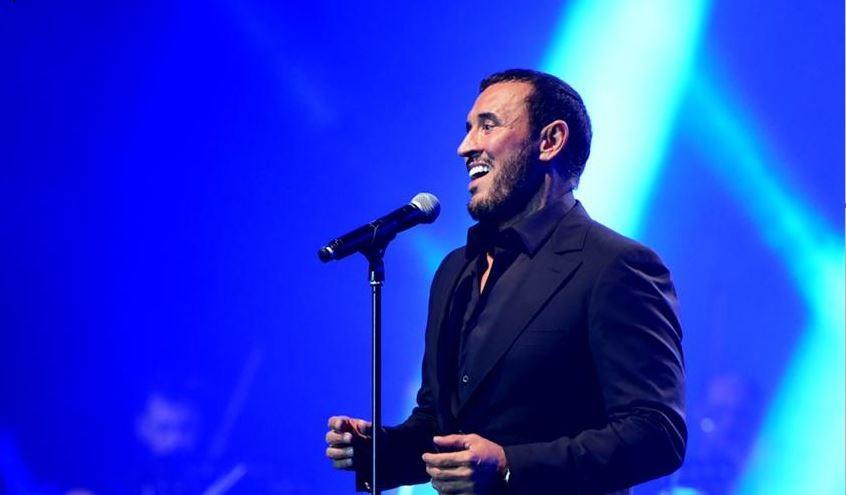قيصر الغناء كاظم الساهر يعيش كل مرة قصة حب مع جمهور إهدن