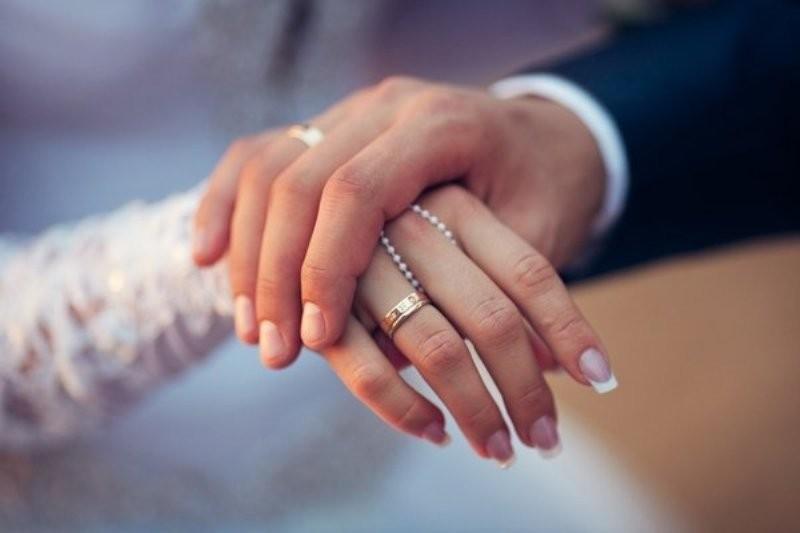 طلاق المغنية التركية بعد 36 ساعة من زواجها شاب يصغرها بـ27 سنة