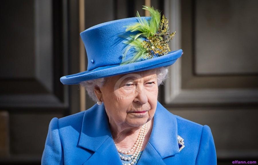 هذه اللحظة الوحيدة التي أحنت فيها الملكة إليزابيث رأسها