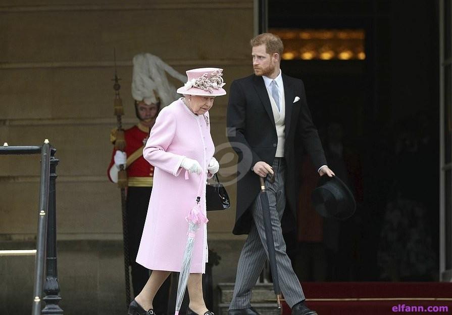 الملكة إليزابيث تستقبل ضيوفاً مع أفراد العائلة المالكة في حفل حديقة-بالصور