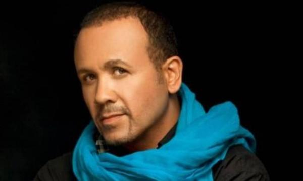 هشام عباس يفجع بوفاة والدته