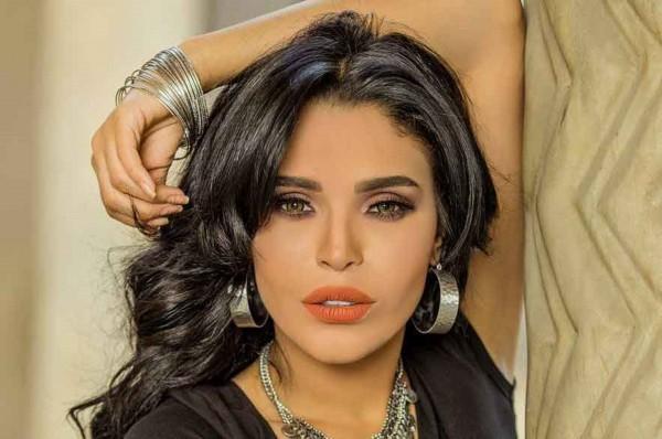 بالصورة- أمينة تُقلّد ميريام فارس وتنتقد المصريين