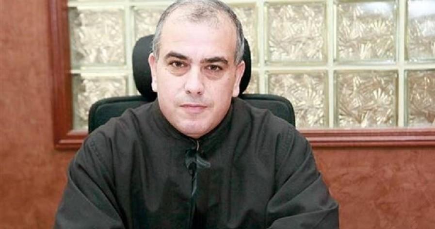 """الأب عبدو أبو كسم لـ""""الفن"""": لن نسمح لأحد بإهانة الدين المسيحي وندعو لتوقيف حفل """"مشروع ليلى"""""""