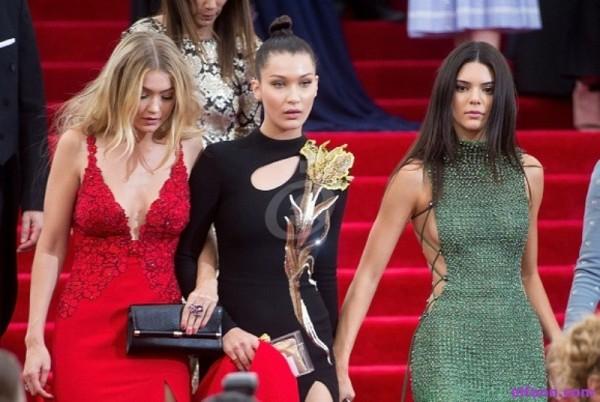 كيندال جينر عارضة الأزياء الأعلى أجراً لعام 2018 والشقيقتان حديد بمراتب متأخرة