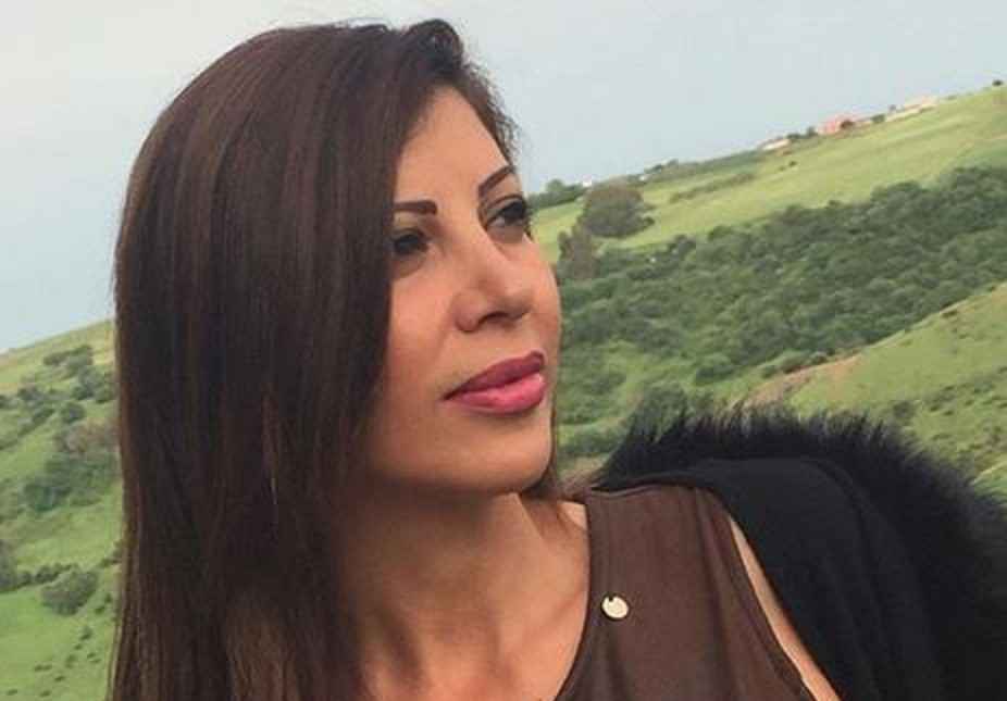 """ريتا برصونا من """"غنوجة بيا"""" والنجاح الى الزواج والهجرة والإبتعاد.. أحبت يونانياً وخطبت إيطالياً وتزوّجت أميركياً"""
