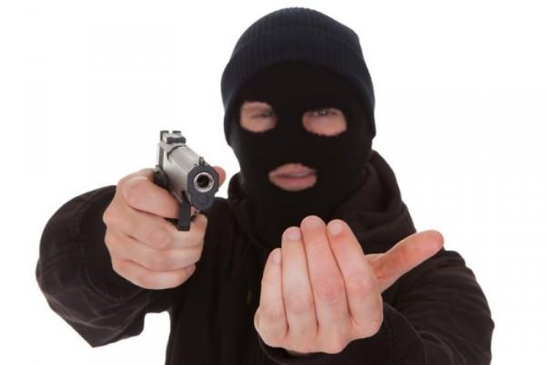 سرق منزل خالته وأُلقي القبض عليه يوم خطبته!