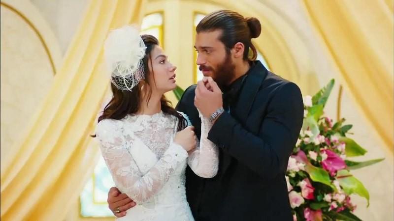 أخيرا جان يامان وديميت أوزدمير يدخلان القفص الذهبي .. شاهدوا فيديو زفافهما