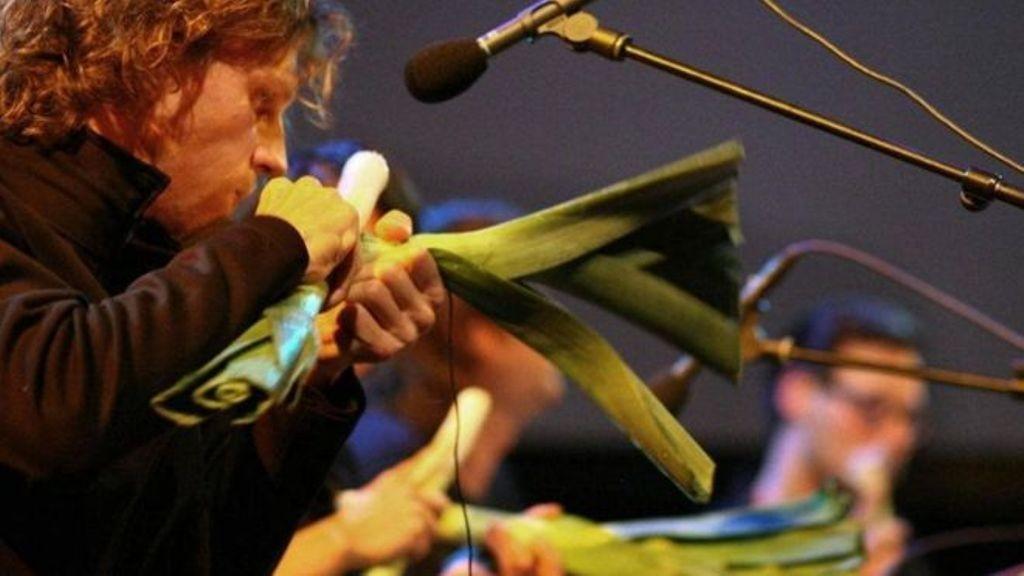 فرقة موسيقية عالمية.. تحول الخضروات لآلات موسيقية وحساء للحضور-بالفيديو