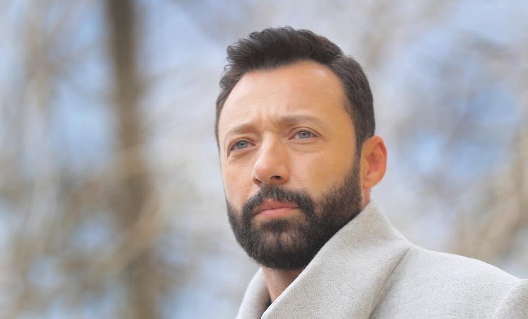 """أحمد فهمي يشوّق متابعيه لألبوم فريق """"واما"""" الجديد.. بالصورة"""