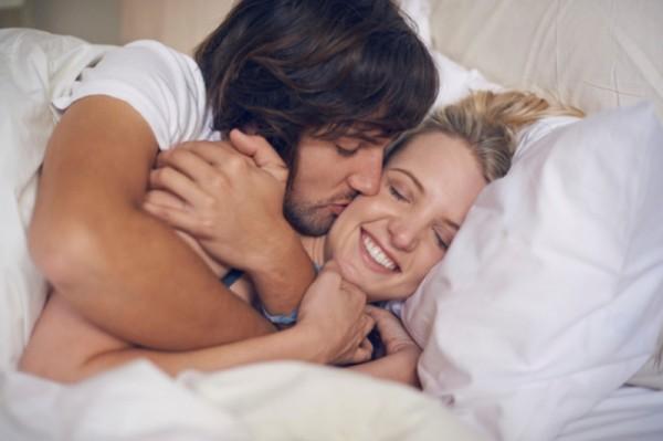ممارسة العلاقة الحميمة تحافظ على قلبك وتمنع تسوس أسنانك .. كيف؟