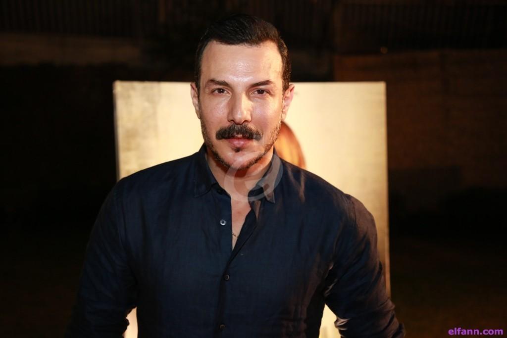 بالفيديو- باسل خياط يفاجئ معجبة في حفل زفافها.. فماذا فعل؟