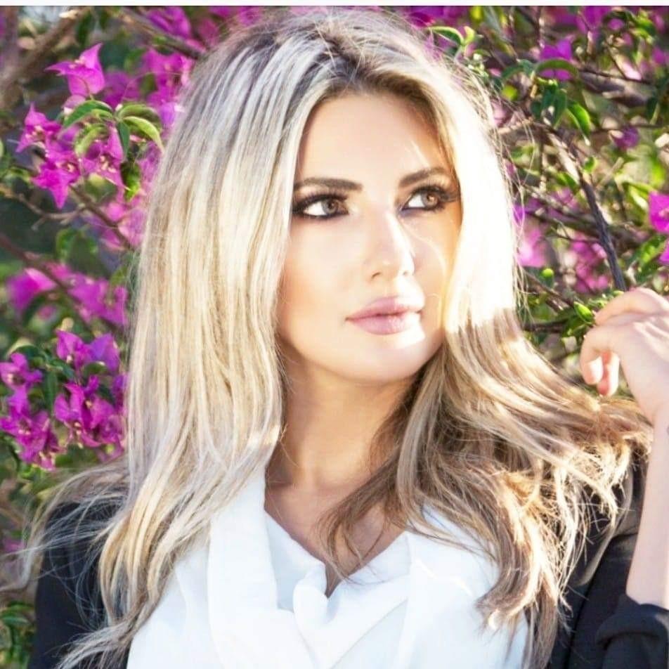 أنجيلا بشارة طليقة وائل كفوري تدعو النساء للمطالبة بحقوقهن